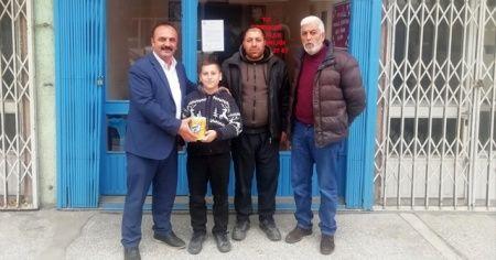 11 yaşındaki Mustafa, kumbarasını depremzedelere gönderdi