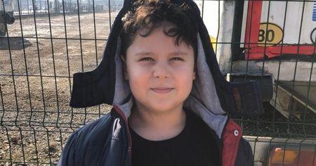 6 yaşındaki Muhammet depremzedeler için giydiği montu gönderdi