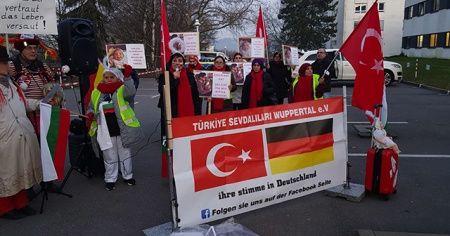 Almanya'da 4 günlük bebeği ailesinden alan Gençlik Dairesi protesto edildi