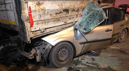 Ankara'da feci kaza, otomobil tırın altına girdi