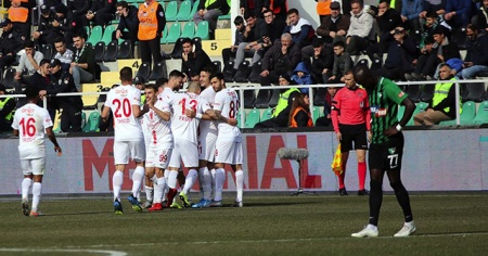 Antalyaspor deplasmanda Yukatel Denizlispor'u 3-0 yendi