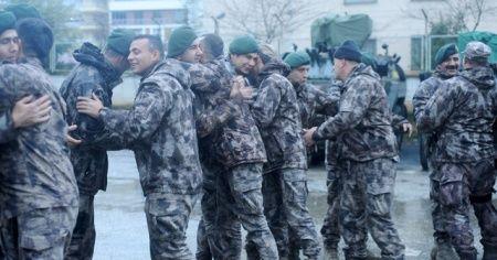 Barış Pınarı Harekatı'ndan dönen Polis Özel Harekat'a mehterli karşılama