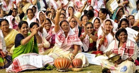Binlerce kadın sokaklara döküldü