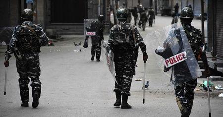 Cammu Keşmir'de güvenlik güçleriyle direnişçiler arasında çatışma: 3 ölü