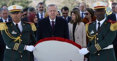 Cumhurbaşkanı Erdoğan Cezayir'de Şehitler Abidesi'ne çelenk bıraktı