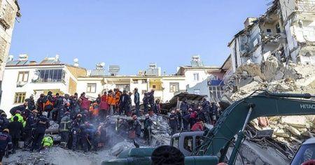 Depremde yaralanan vatandaşlar 'deprem anını' anlattı