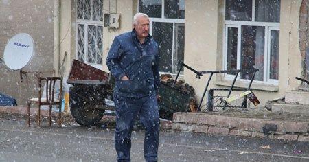 Depremin merkezinde kar yağışı başladı