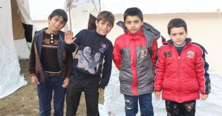 Depremin vurduğu Elazığ'da, çocukların çadır kentlerde yaşamı