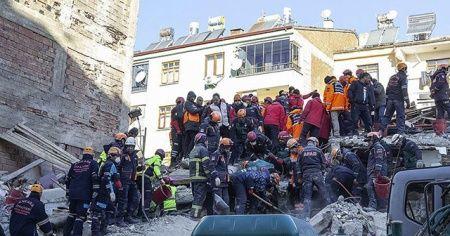 Arama kurtarma çalışmalarıyla 42 kişi enkazdan sağ çıkarıldı