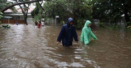 Endonezya'yı bir kez daha sel vurdu: 6 ölü