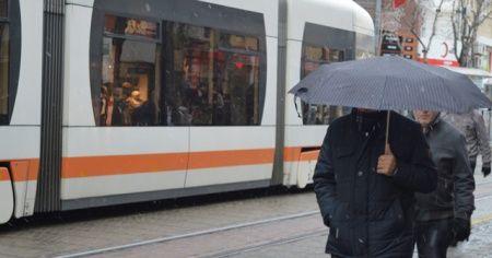 Eskişehir'de aynı gün karlı ve güneşli hava şaşırttı