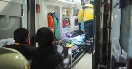 Ev yangını: 1'i ağır 2 yaralı