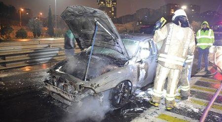 Fatih Sultan Mehmet Köprüsü girişinde bir otomobil alev aldı