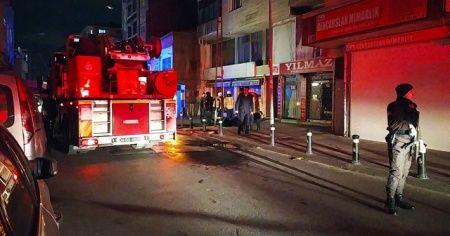Gaziosmanpaşa'da yangın paniği: 12 kişi dumandan etkilendi