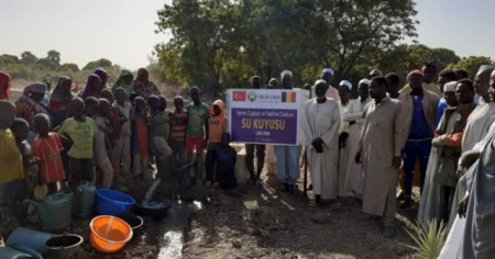 İhlas Vakfı Çad'da su kuyusu açarak gönüllere su serpti