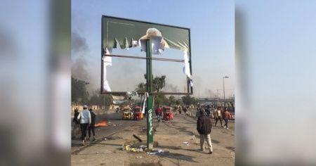 Irak'ta göstericiler 'İranlı Komutan Süleymani'nin' afişini yaktı