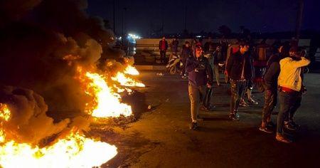 Irak'ta göstericiler yolları kapattı! Resmi tatil ilan edildi