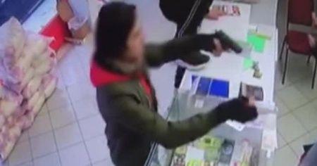 İş yeri sahibini silahla gasp ettiler