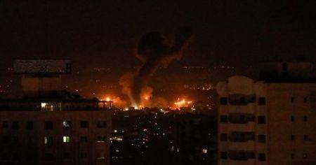 İsrail hava saldırılarıyla Gazze'yi vurdu