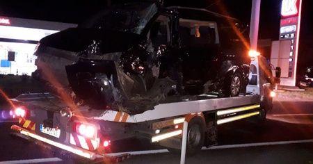 İzmir'de tır ile minibüs çarpıştı