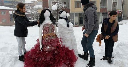 Kardan gelin damat yapıp halay çekerek eğlendiler