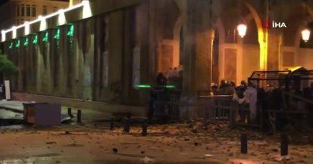 Lübnan'ın başkenti Beyrut'ta protesto: 90 yaralı