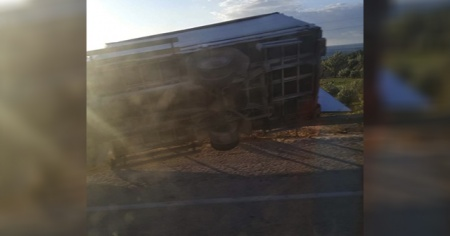 Mersin'de şiddetli fırtınada kamyonet devrildi: 1 ölü, 1 yaralı