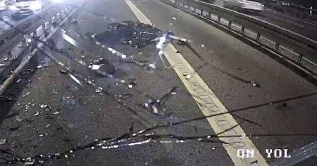 Metrobüsle motosikletin çarpıştığı anlar kamerada