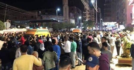 Mısır'da bir araç yayaların arasına daldı