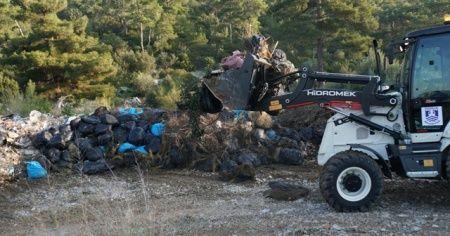 Ormanda çıkan 65 ton çöp görenleri şokeetti