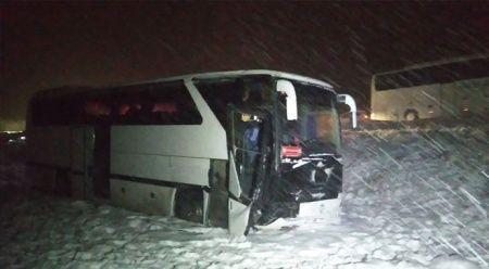 Sivasspor alt yapı futbolcularını taşıyan otobüs yoldan çıktı