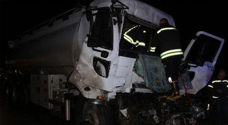 Tanker tıra çarptı: 1 ağır yaralı