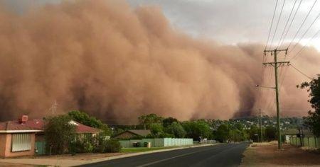 Yangınların ardından toz fırtınası, dolu ve sel vurdu