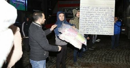 Yardım paketinden çıktı: Elazığ'daki depremzedeleri ağlatan mektup