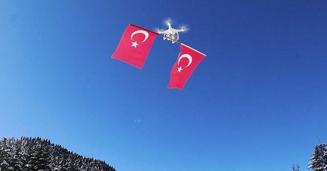 Drone ile Türk bayrağını gökyüzünde dalgalandırdı
