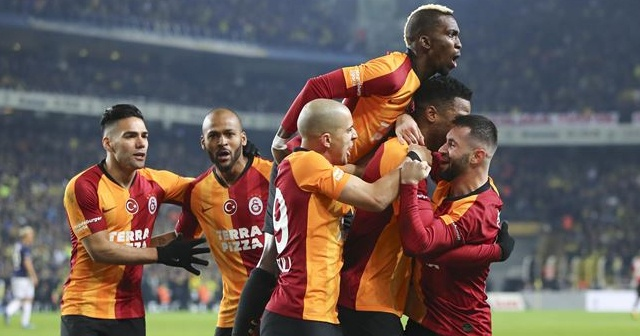 Galatasaraylı futbolcuların Fenerbahçe derbisinde giydiği formalar açık artırmayla satışa çıktı