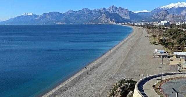 Hava sıcaklığı 5 dereceye kadar düştü, sahil ve sokaklar boşaldı