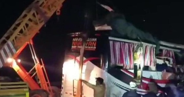 Hindistan'da feci kaza: 13 ölü, 30 yaralı