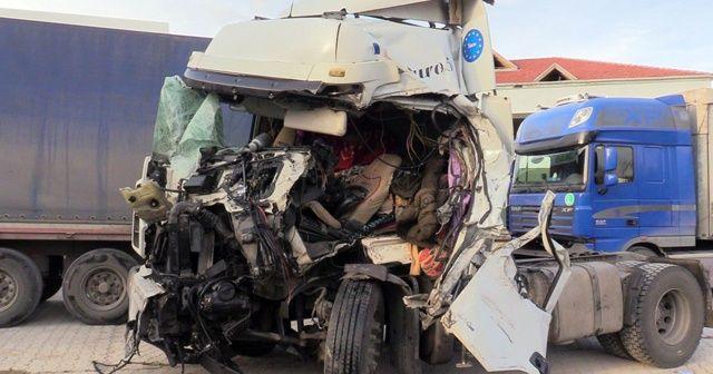 Konya'da iki tır çarpıştı: 1 ölü