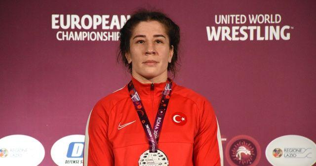 Milli güreşçi Yasemin Adar Avrupa ikincisi oldu