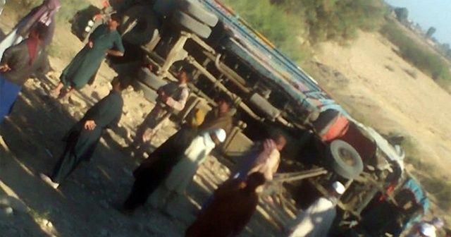 Pakistan'da düğün otobüsü devrildi: 11 ölü, 20'den fazla yaralı