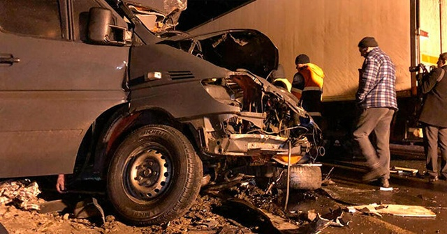 Rusya'da minibüs tıra çarptı