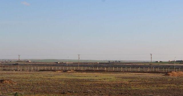 Suriye sınırında 2 roketatar ile çok sayıda silah ele geçirildi