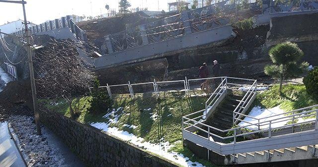 Trabzon'un Akçaabat ilçesinde Millet Bahçesi'nin inşa edildiği karayolu duvarının çökmesi sonucu ulaşım tek şeritten veriliyor. ile ilgili görsel sonucu