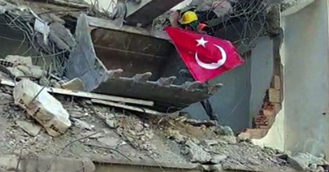 Yıkımda işçinin bayrak hassasiyeti