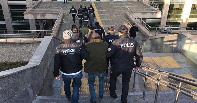 Yurt genelinde son bir haftadaki narkotik operasyonlarında 842 kişi yakalandı