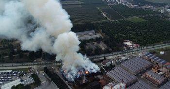 Adana'da fabrika yangını 15 saat söndürülemedi