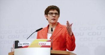 Almanya'daki siyasi kriz büyüyor