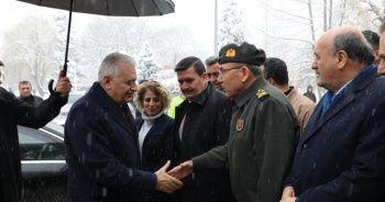 Binali Yıldırım Erzincan'da ziyaretlerde bulundu