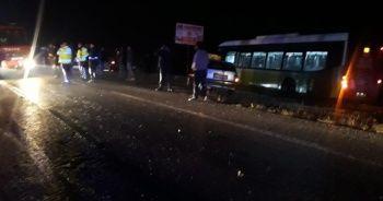 Halk otobüsü ile otomobil kafa kafaya çarpıştı: 1 ölü